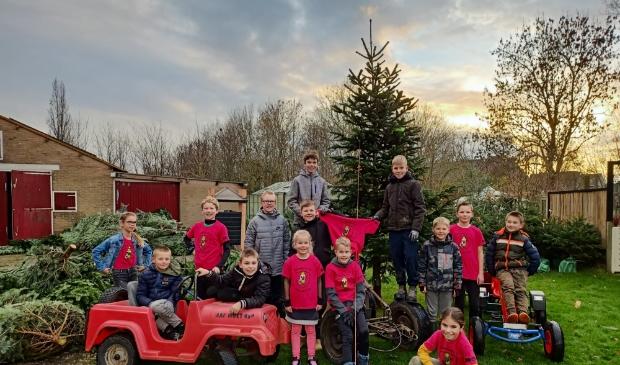<p>Waarlandse kinderen helpen hun zieke dorpsgenootje Charley door het inzamelen van kerstbomen.</p>