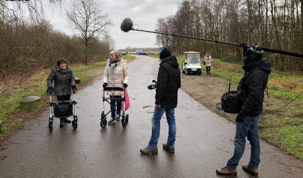 <p>Jet Brouwer (rechts) en Annemarie de Hosson vertellen hun verhaal.</p>