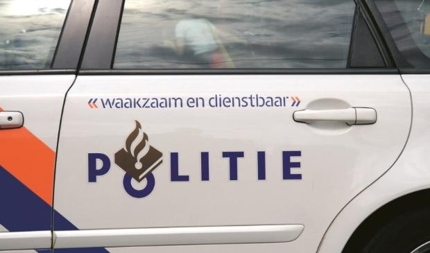 <p>Tijdens oud en nieuw werd een politieauto vernield in Volendam</p>