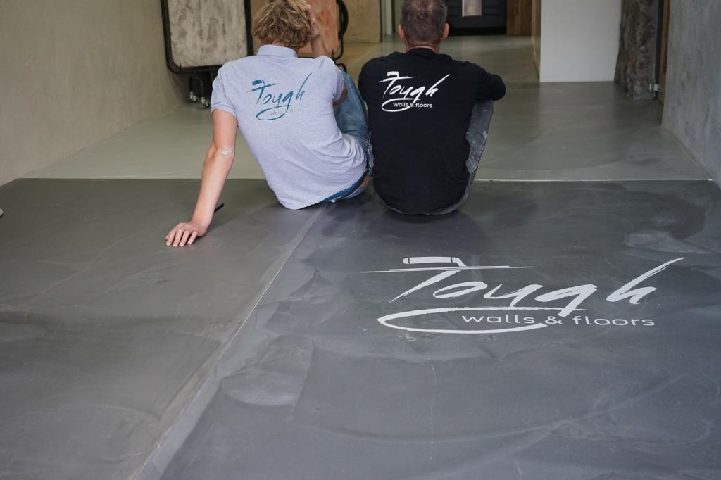<p>In de showroom van Kees en Sem zijn alle betonlook vloeren in het echt te bekijken. </p>