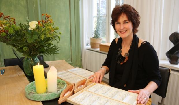 <p>Inge van Oeveren helpt je erbovenop.</p>