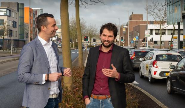 <p>Thijs Kroese (rechts) hier samen met projectmanager Harm Jan Stalman middenin het stationsgebied.</p><p><br></p>