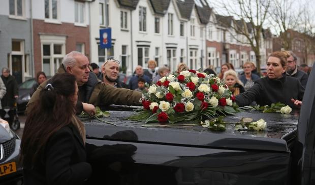 Eerbetoon aan de overleden snackbarkoningin 'Tante Bep' (84).