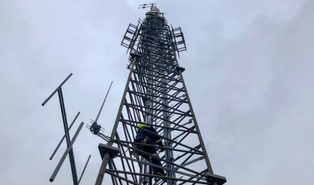 <p>De antenne-installatie is aangepast om digitale radio-uitzendingen mogelijk te maken.</p>
