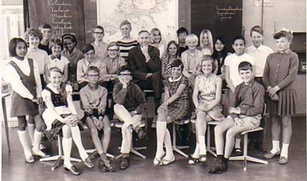 <p>Zesde klas Karel Doormanschool met meester Ben Ouwerling 1968.</p>