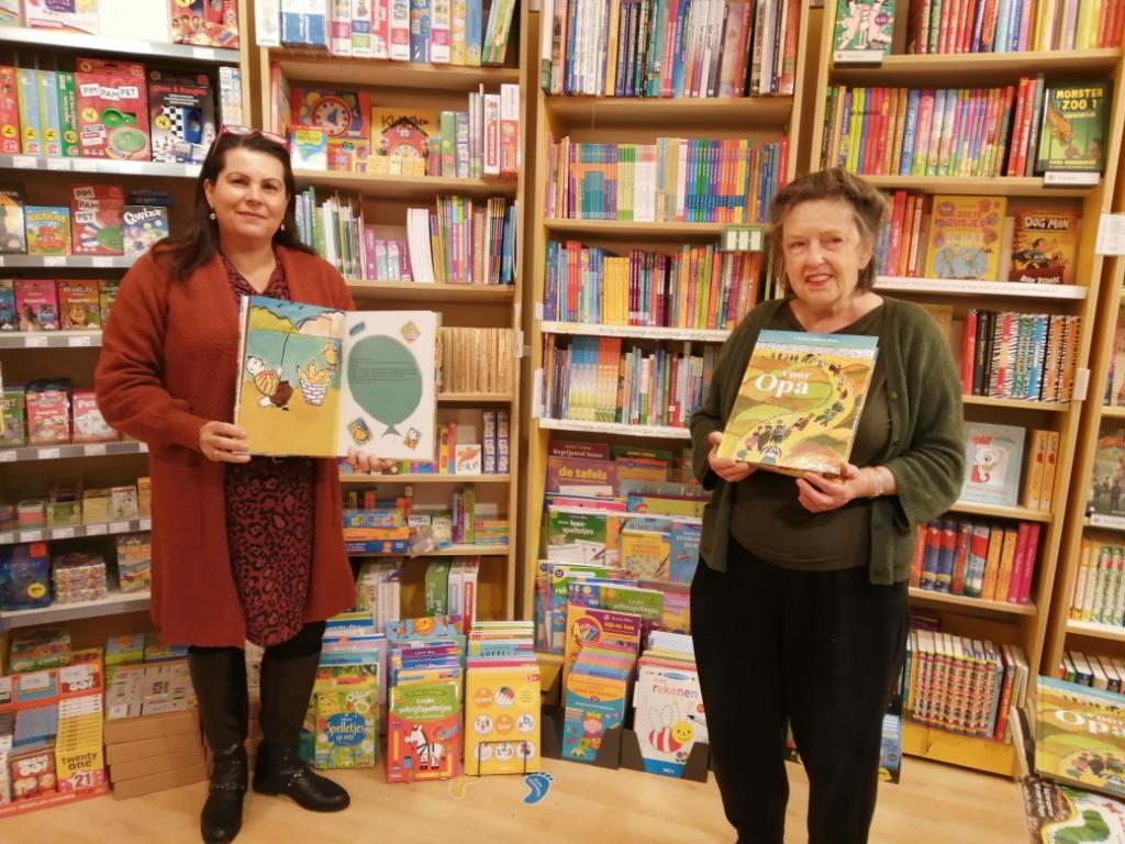 <p>Claudia en illustrator Mieke Ter Brake hebben samen het boek gemaakt. Ze werken nu aan een tweede prentenboek.</p> (Foto: Rodi Media/MvS) © rodi
