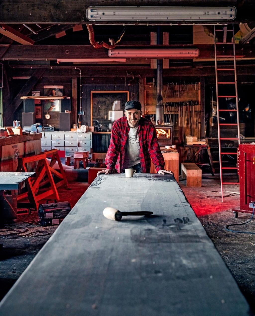 <p>met 10 man dansen op tafel? Kan!</p> ((Foto: vtwonen.nl ernie enkelaar )) © rodi