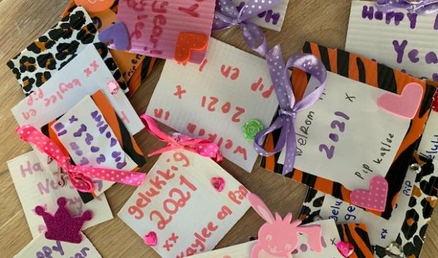 <p>Tachtig &#39;hart onder de riemkaartjes&#39; zijn gemaakt voor de bewoners van Evean Festina Lente in Assendelft.&nbsp;</p> <p>(Foto: aangeleverd)</p> © rodi