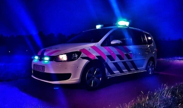 Politieauto met zwaailicht.