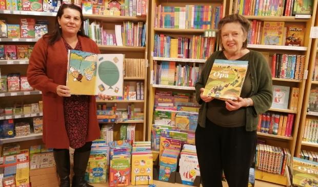 <p>Claudia (links) en Mieke zijn de makers van het boek.</p>