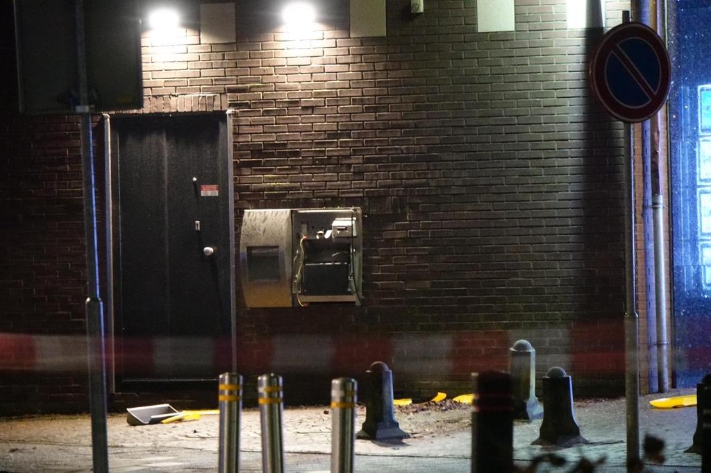 <p>Zwaar vernielde stortautomaat Molenweg in Enkhuizen.</p>