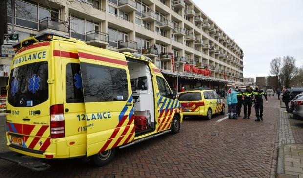 Een vrouw is vanmiddag in haar nek gestoken in Haarlem-Noord.