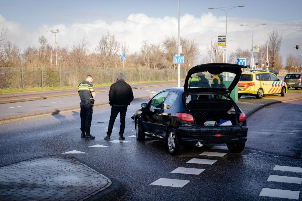 De bestuurder van de auto zag waarschijnlijk de scooter over het hoofd. (Foto: Mexx van der Lieuw / Regio12media.nl) © rodi