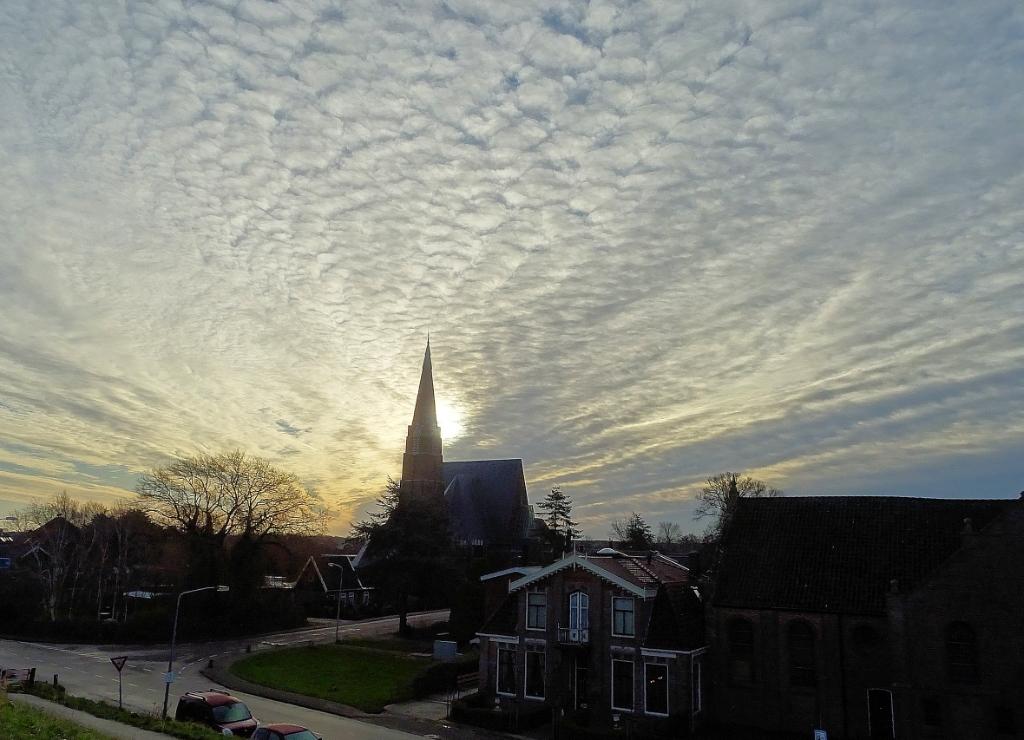<p>Kerk aan de middenweg in Andijk.</p> <p>(Foto: Lenie van Balen-Deen)</p> © rodi