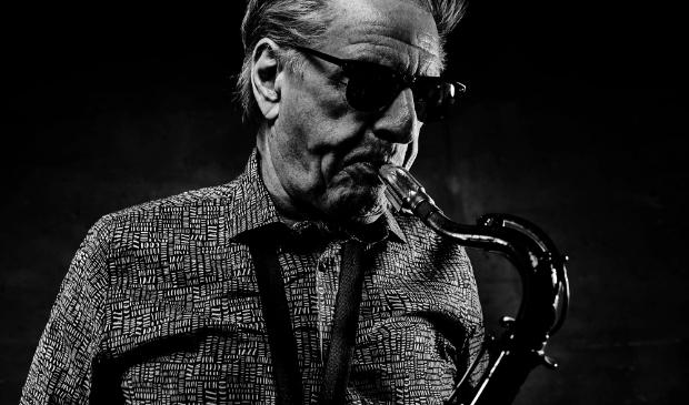 <p>Hans Dulfer op saxofoon.</p>