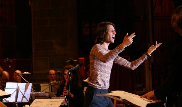 <p>Met muziek brengt componist Merlijn Twaalfhoven mensen bij elkaar, ook op de Burmster JamBam</p>