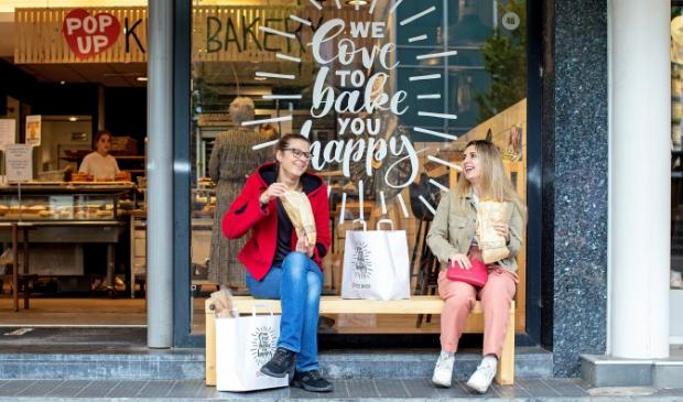 <p>De bakkerij als ontmoetingspunt in de stad. Een fijne, leuke plek waar je lekkere koffie van de overbuurman en er iets bij uit de bakkerij kunt nuttigen. </p>