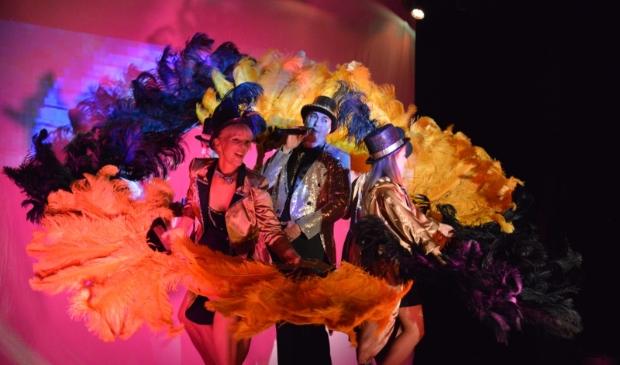 <p>Prachtige exotische kostuums, veren, glitter en een tikje ondeugd.</p>