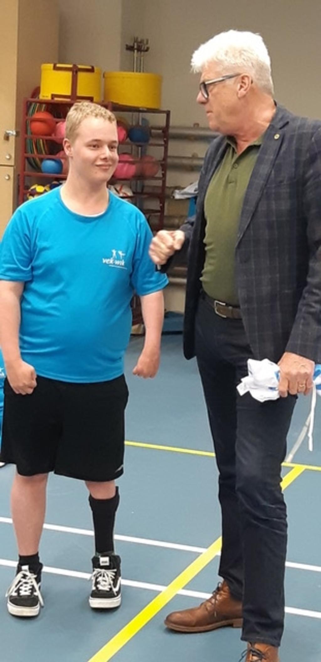 Sporter van de maand Yorick samen met wethouder Dorus Luyckx. Foto: aangeleverd © rodi