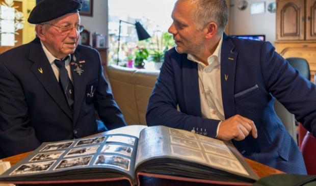 <p>Twee Langedijkers, Jan Willem Cornelissen (95) en Gerben Bak (45) hebben de Veteranendag standaard genoteerd in hun agenda. </p>