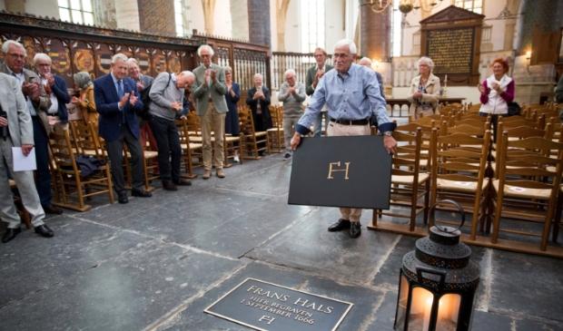 <p>Frans Hals kon zelf geen eigen graf kopen, maar had het geluk dat hij bijgezet kon worden in het graf van zijn eerste schoonvader.</p>