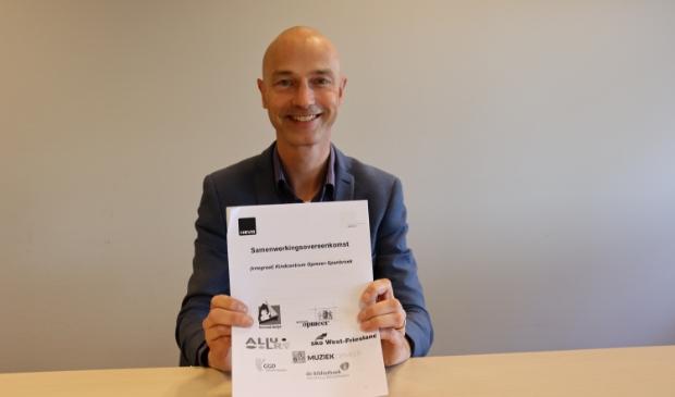 <p>Wethouder Robert Tesselaar: &ldquo;Met het tekenen van deze overeenkomst benadrukken alle partners het belang van een constructieve samenwerking. Dit is een belangrijke basis voor een mooie ontwikkeling voor alle kinderen&rdquo;.</p>