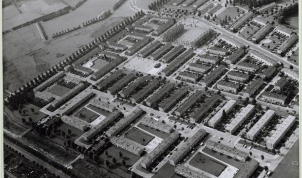 Luchtfoto van Tuindorp Oostzaan. September 1968.