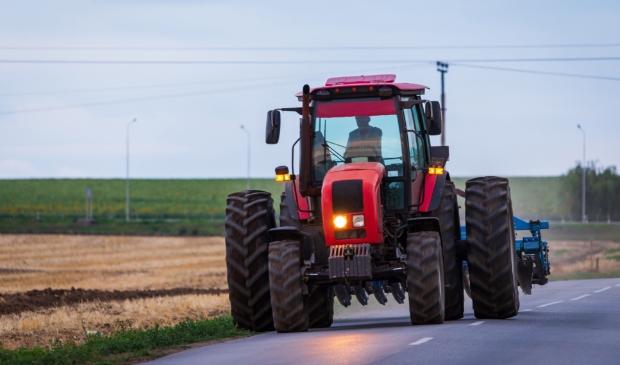 Tractoren op de openbare weg. Bewoners langs de Westtangent zijn er niet blij mee.