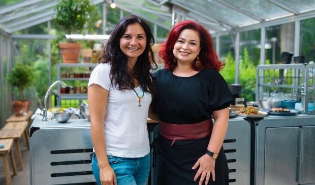 <p>Mehrnoesh (l) samen met de inspirerende Zina Abboud.</p>