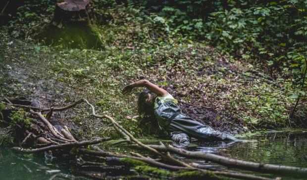 <p>Tijdens een optreden in het Amsterdamse Bos.</p>