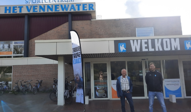 <p>Frans Endel (links) en Bart Ploeger staan voor sport in Heiloo.</p>