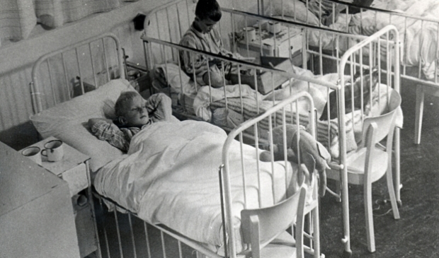 <p>De kinderafdeling in het Stadsziekenhuis 1944-1945. </p>