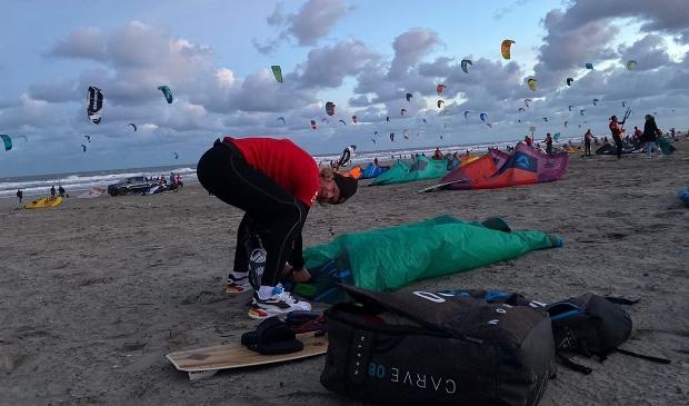 Dennis de Koning tijdens de Hoek tot Helder kitesurfmarathon. Foto: Noortje Bregman © rodi