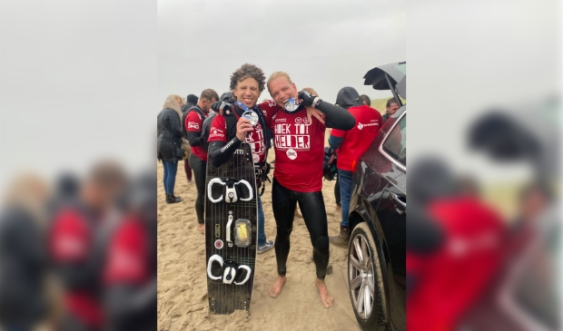 <p>Hans Bobeldijk en Dennis de Koning bij de finish.</p>