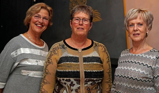 <p>Het bestuur van het koor Van Eigen Bodem, van links naar rechts: Ina Schut, Anita Stierp en Ria van der Waard.</p>