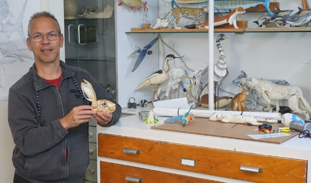 Jeroen Verhoeff is één van de kunstenaars die zijn atelier openzet op de Open Atelierdagen en is te vinden in de Vossenstraat 40 en te bereiken via de steeg.