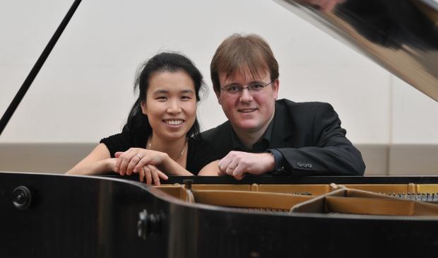<p>Niek van Oosterum en zijn vrouw Yoo-Seon Lee.</p>