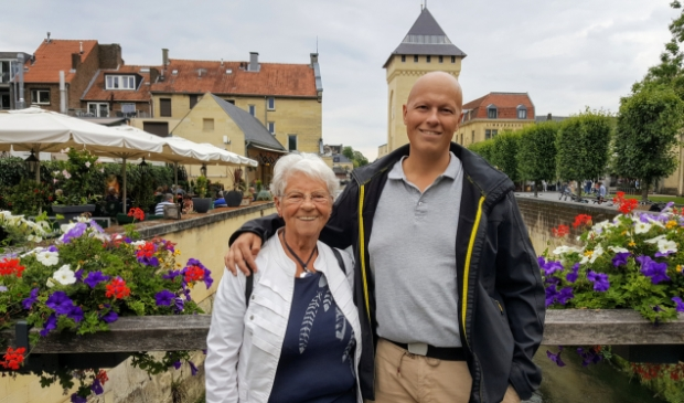 <p>Joeri met oma Cobi de Bruine uit Landsmeer</p>