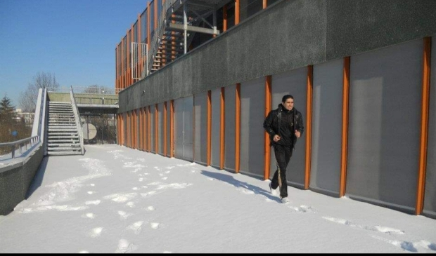 <p>Hardlopen kan natuurlijk ook in de sneeuw. Daar heb je geen slee bij nodig.</p>