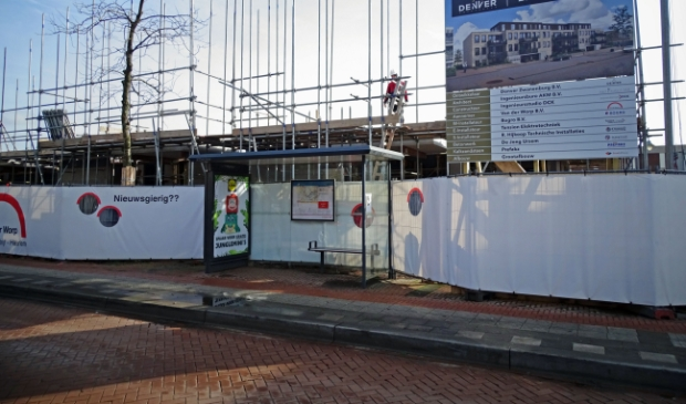 <p>Het appartementencomplex op de oude locatie van de Rabobank aan de Dennenweg krijgt vorm. </p>