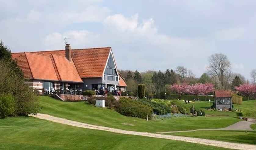 Het Najeti Hotel ligt direct aan de golfbaan van Saint Omer.