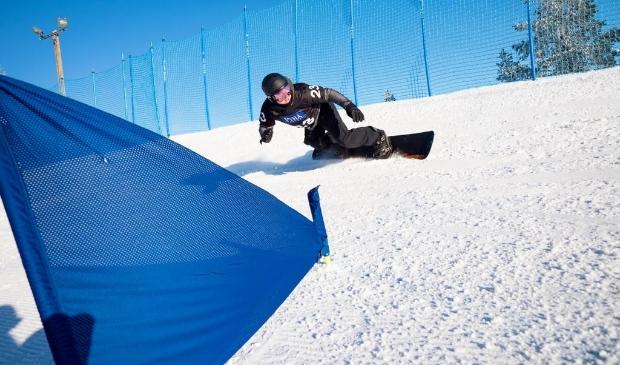 <p>Chris Vos volop in actie op zijn board.&nbsp;&nbsp;</p>