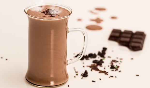 <p>Ergens warme chocolademelk drinken doorbreekt eenzame dagen thuis.</p>