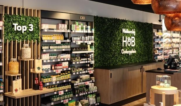 <p>Het vernieuwde filiaal van Holland & Barrett op het Osdorpplein.</p>