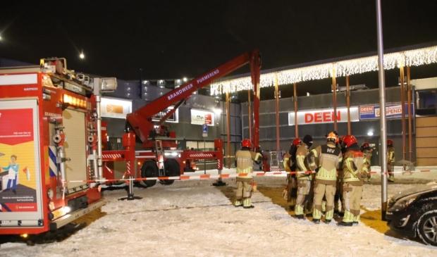<p>De brandweer is ter plaatse en heeft de omgeving afgezet.&nbsp;</p>