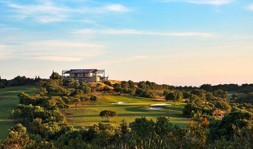 <p>Espiche is een prachtige baan, die elke golfer veel te bieden heeft.</p>