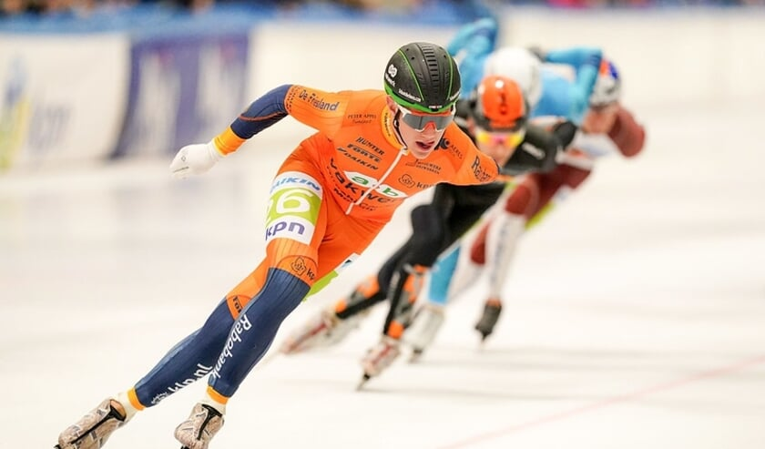 Bart Hoolwerf in het oranje leiderspak. Volgend seizoen rijdt hij in het geelzwart van Jumbo-Visma.