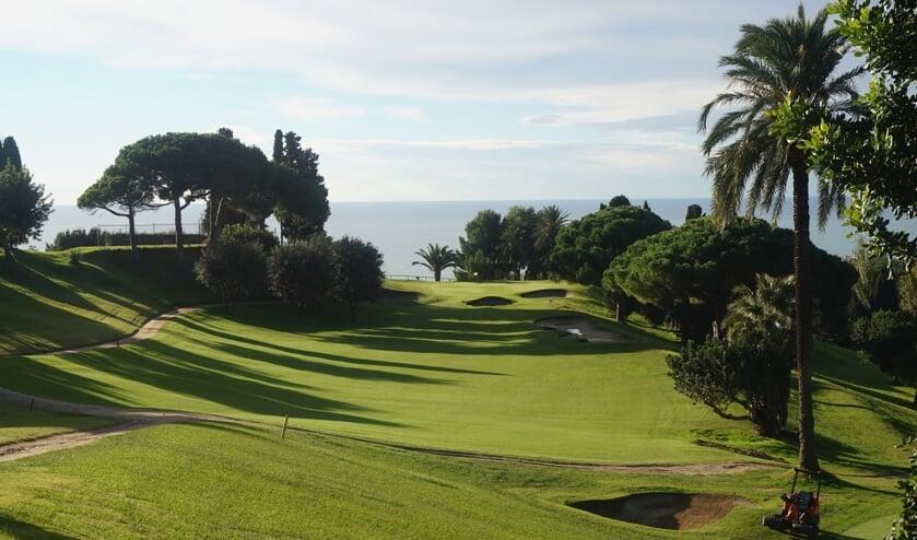 <p>De zeventiende hole, blikvanger van Club de Golf Llavaneras: een prachtige oude baan met geweldige uitzichten.</p>