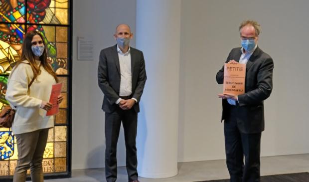 <p>Wethouder Egbert de Vries kreeg de petitie afgelopen maandag. Nu is de wethouder Marja Ruigrok &nbsp;van Haarlemmermeer aan de beurt.</p>
