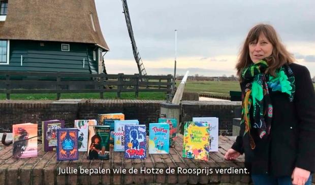 <p>Ook wethouder Natasja Groothuismink roept kinderen op te lezen en te stemmen hun favoriete kinderboek. &nbsp;</p>